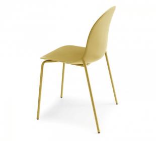 chaise en acier et polypropylène jaune