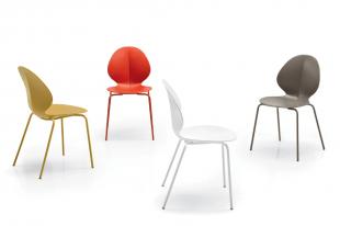 chaise design en acier et polypropylène coloré