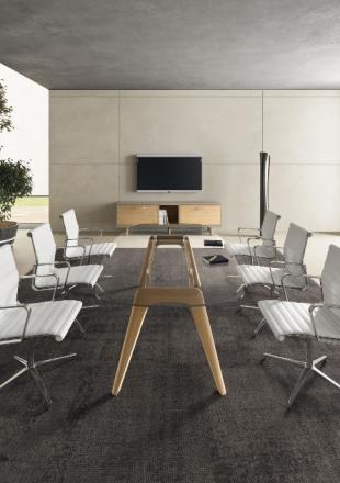 table en bois et verre et sièges confort pour entreprise