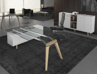 bureau design et fonctionnel pieds en bois et plateau en verre