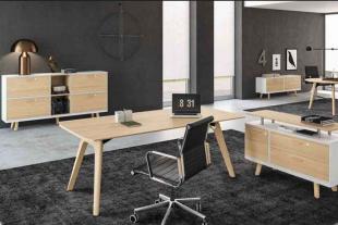 bureau design et épuré en bois clair