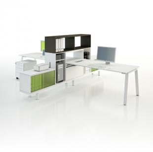 bureau design fonctionnel en métal blanc et coloré