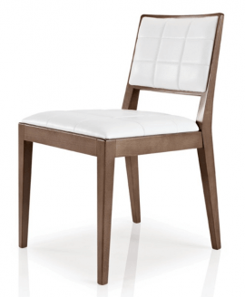chaise en bois et tissu matelassé blanc