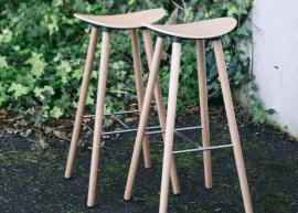 tabouret design en bois sans dossier