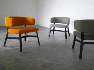 chauffeuses design en bois noir et tissu coloré