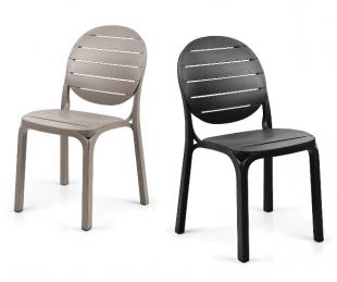 chaises d'extérieur classiques noir ou beige