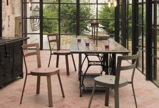 chaises en acier laqué style vintage industriel