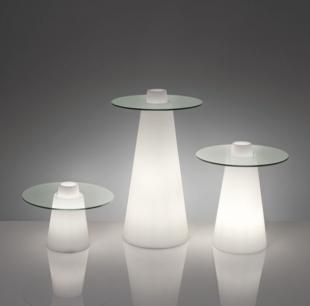 table d'extérieur design avec pied lumineux