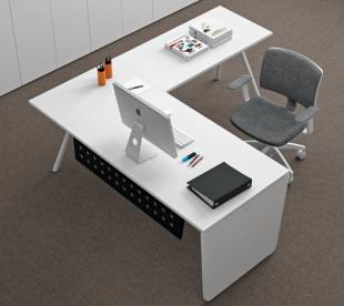 bureau d'angle blanc classique et fonctionnel