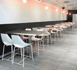 tabouret chaise haute en acier et polypropylène blanc