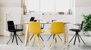 tables et chaises noires et jaunes style scandinave