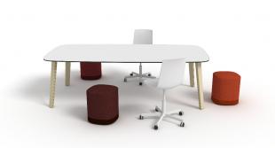 table poufs et chaises pour espace réunion