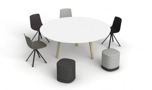 table ronde chaises et poufs sobres pour espace réunion