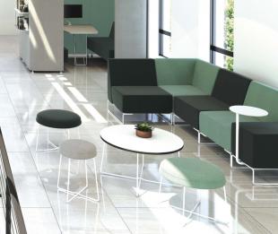 aménagement espace d'accueil mobilier en acier et tissu vert