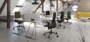 bureaux blancs design aménagés pour open space