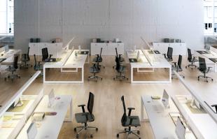 bureaux opératifs design et fonctionnels blancs
