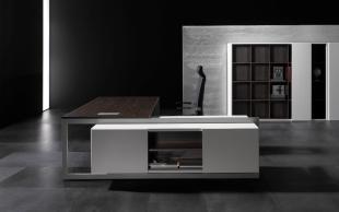bureau d'angle design blanc et bois foncé
