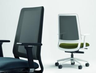 chaise de bureau design en tissu coloré