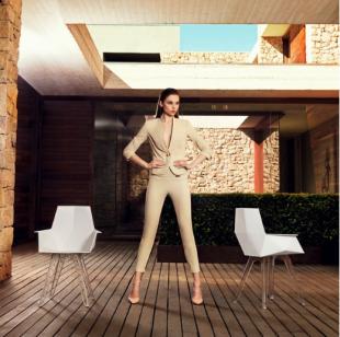 chaises design géométriques modernes en PVC