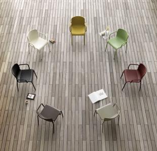 chaises design épuré en polypropylène coloré
