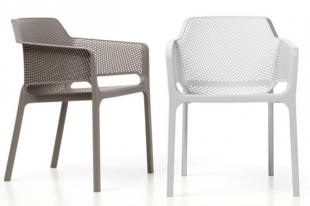chaise d'extérieur design perforée en blanc ou beige