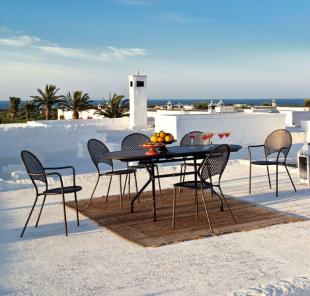 chaises design pour extérieur en acier perforé noir