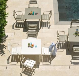 chaises d'extérieur classiques et modernes blanc ou gris