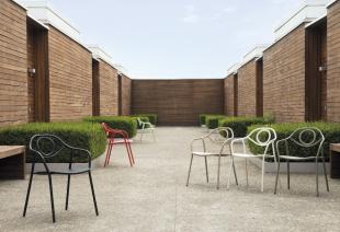 chaises de jardin design en acier laqué coloré
