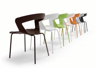 chaise design colorée en acier et polypropylène