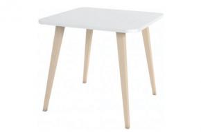 table carrée en bois clair et plateau blanc
