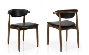 chaise design en bois et tissu avec assise matelassée