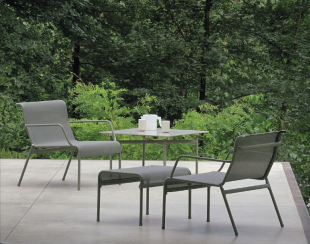 assises lounge en aluminium et résille grise