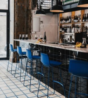 tabouret de bar en acier et polypropylène bleu