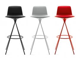 tabouret design en acier et polypropylène rouge