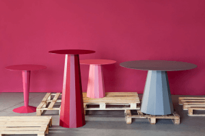 tables design colorées gris et rose style industriel