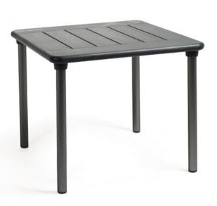table carrée classique pour terrasse de bar ou jardin