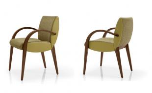 chaise en bois et tissu rembourrée avec accoudoirs