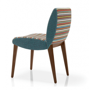 chaise en bois et tissu coloré assise rembourrée