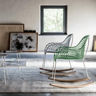 chaises colorées en métal style scandinave