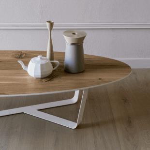 table en bois et décoration style scandinave