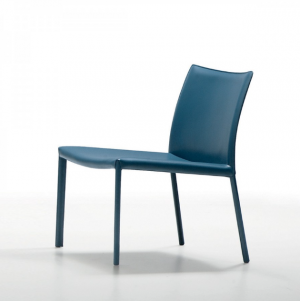 chauffeuse minimaliste en cuir régénéré bleu