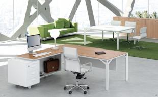 bureau d'angle design et fonctionnel en bois clair