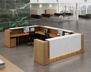 comptoir d'accueil spacieux et ergonomique bois clair