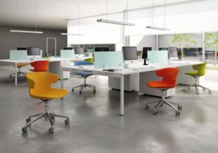 sièges de travail colorés et design dossier bas