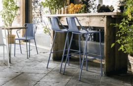 tabouret de bar design en acier laqué bleu