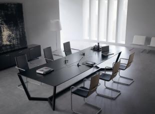 aménagement espace de réunion table design noire