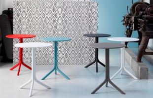 tables rondes colorées bleu rouge noir ou blanc