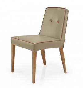 chaise en bois et tissu rembourré