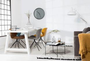 table et chaises colorées style scandinave