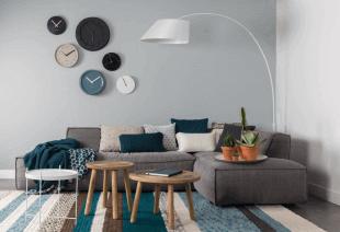 canapé table et luminaire d'inspiration scandinave